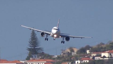 201fc77c20 Crosswinds Make for  Intense  Landing at Madeira Airport
